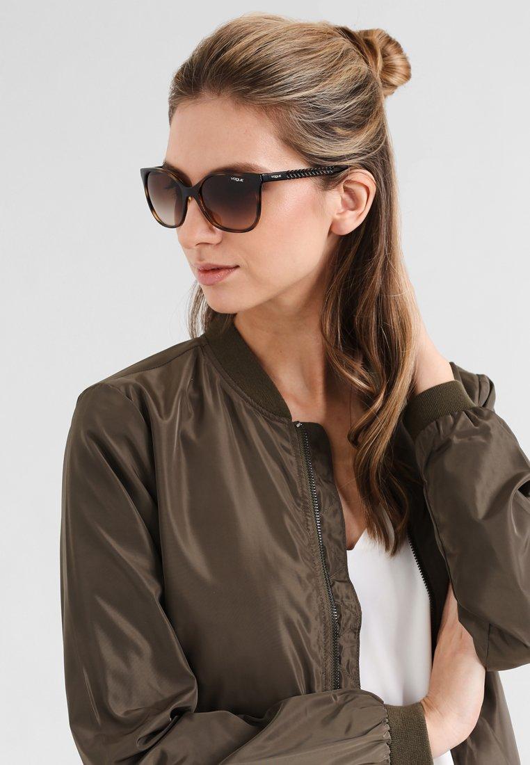 VOGUE Eyewear - Solglasögon - brown