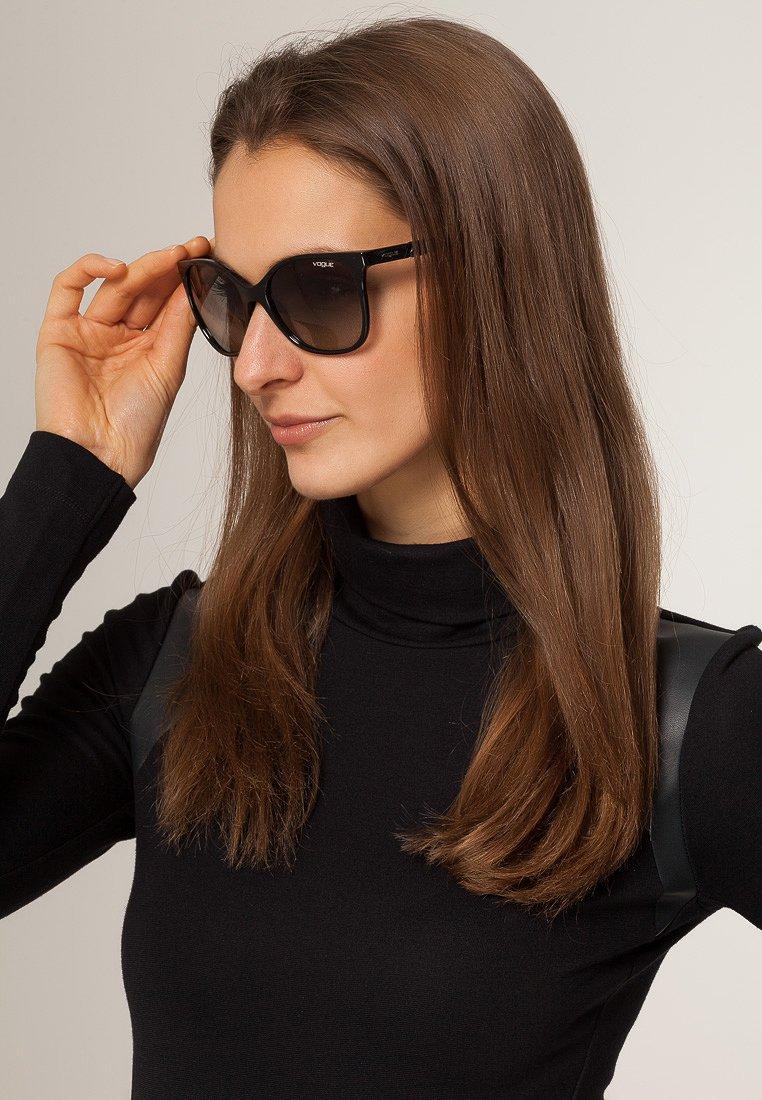 VOGUE Eyewear - Solglasögon - black