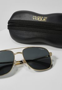 VOGUE Eyewear - GIGI HADID - Solbriller - grey - 3