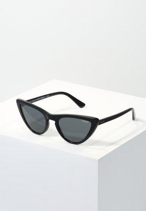GIGI HADID - Sunglasses - gray