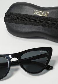 VOGUE Eyewear - GIGI HADID - Zonnebril - gray - 3