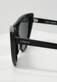 VOGUE Eyewear - GIGI HADID - Zonnebril - gray - 2