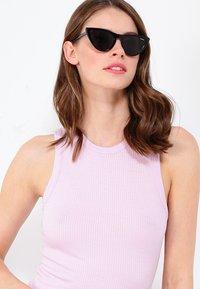 VOGUE Eyewear - GIGI HADID - Zonnebril - gray - 1