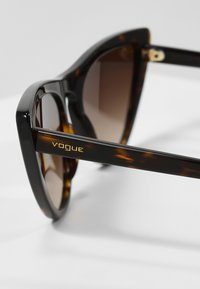 VOGUE Eyewear - GIGI HADID - Sunglasses - brown gradient - 2
