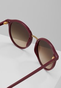 VOGUE Eyewear - Sluneční brýle - red brown - 2