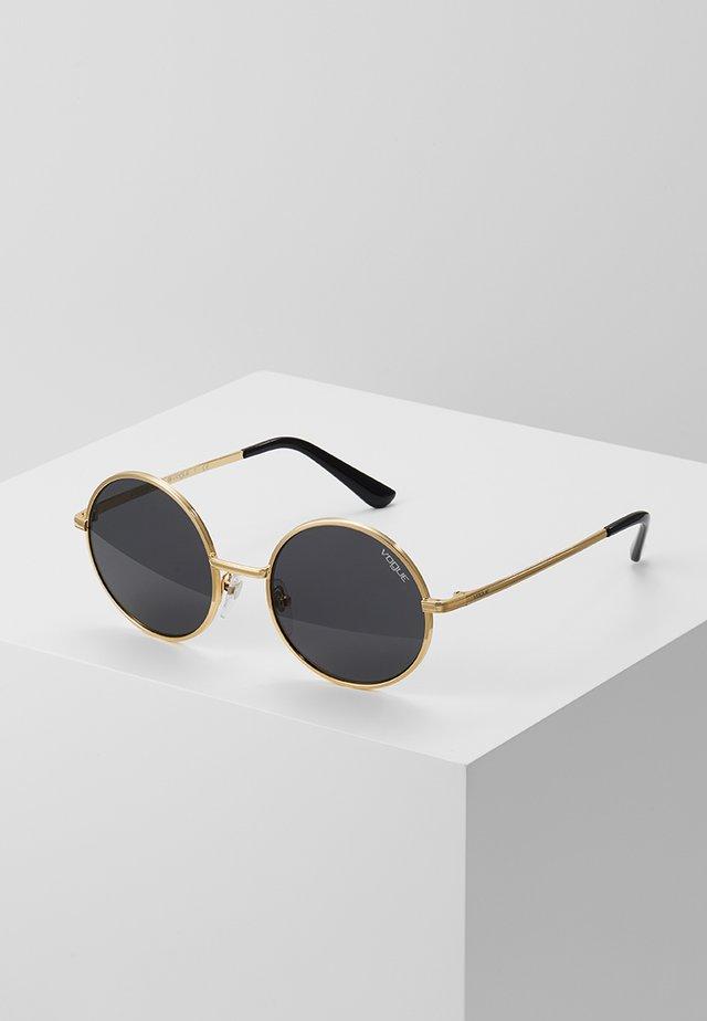 GIGI HADID - Okulary przeciwsłoneczne - gold-coloured
