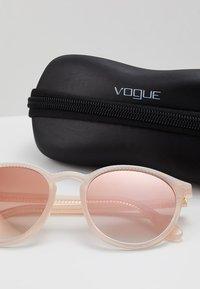 VOGUE Eyewear - Zonnebril - opal melon - 3