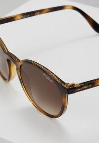 VOGUE Eyewear - Sonnenbrille - dark havana - 2