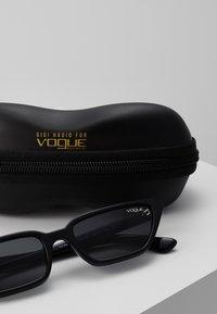 VOGUE Eyewear - GIGI HADID - Sunglasses - black - 3