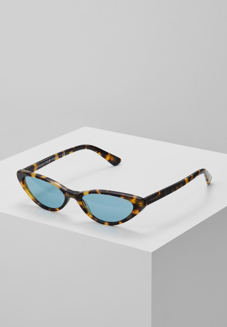 VOGUE Eyewear - GIGI HADID - Lunettes de soleil - brown yellow tortoise