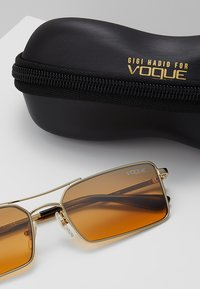 VOGUE Eyewear - GIGI HADID - Zonnebril - pale gold-coloured - 3