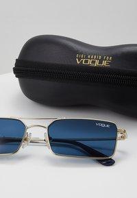 VOGUE Eyewear - GIGI HADID - Gafas de sol - pale gold - 3