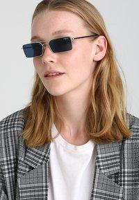VOGUE Eyewear - GIGI HADID - Gafas de sol - pale gold - 1