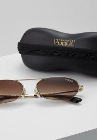 VOGUE Eyewear - GIGI HADID - Occhiali da sole - pale gold-coloured - 3