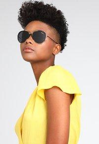VOGUE Eyewear - Solbriller - gold-coloured - 1