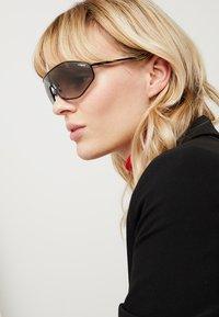 VOGUE Eyewear - GIGI HADID G-VISION - Sonnenbrille - black - 1