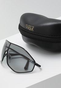 VOGUE Eyewear - GIGI HADID G-VISION - Sonnenbrille - black - 2