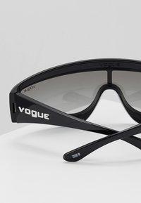 VOGUE Eyewear - GIGI HADID ZOOM-IN - Solglasögon - black - 4