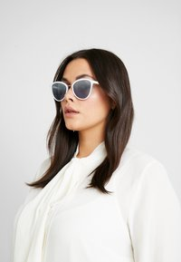 VOGUE Eyewear - Sunglasses - white/light blue