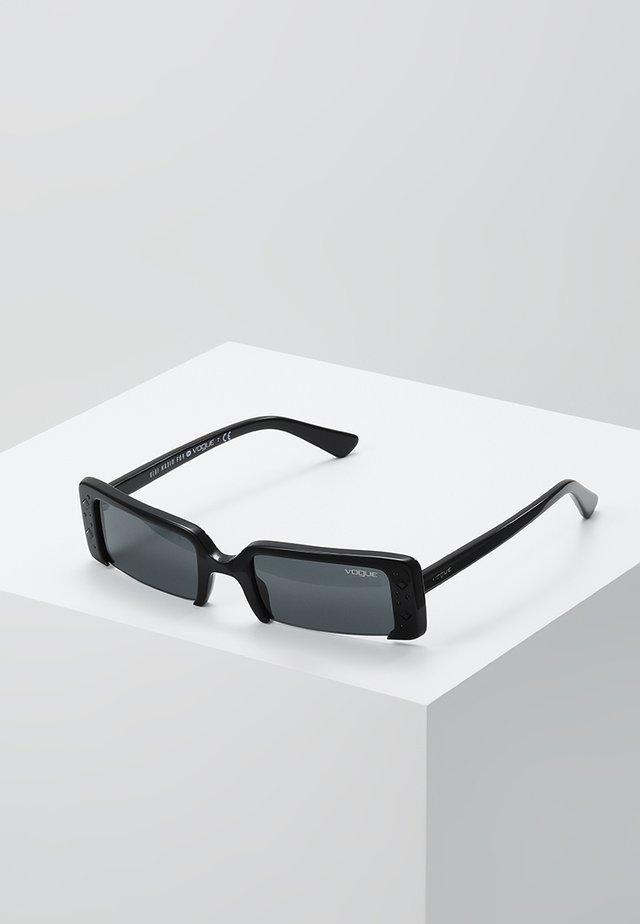 GIGI HADID SOHO - Sluneční brýle - black