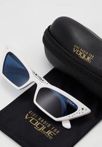 VOGUE Eyewear - GIGI HADID SUPER - Sunglasses - white - 2