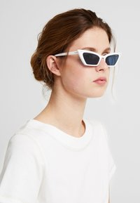 VOGUE Eyewear - GIGI HADID SUPER - Sunglasses - white - 1
