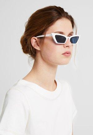 GIGI HADID SUPER - Aurinkolasit - white
