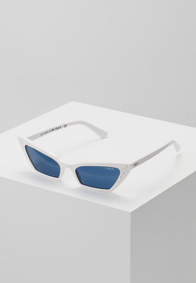 GIGI HADID SUPER - Sonnenbrille - white