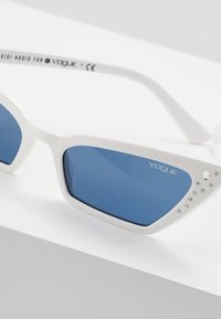 VOGUE Eyewear - GIGI HADID SUPER - Sunglasses - white - 4