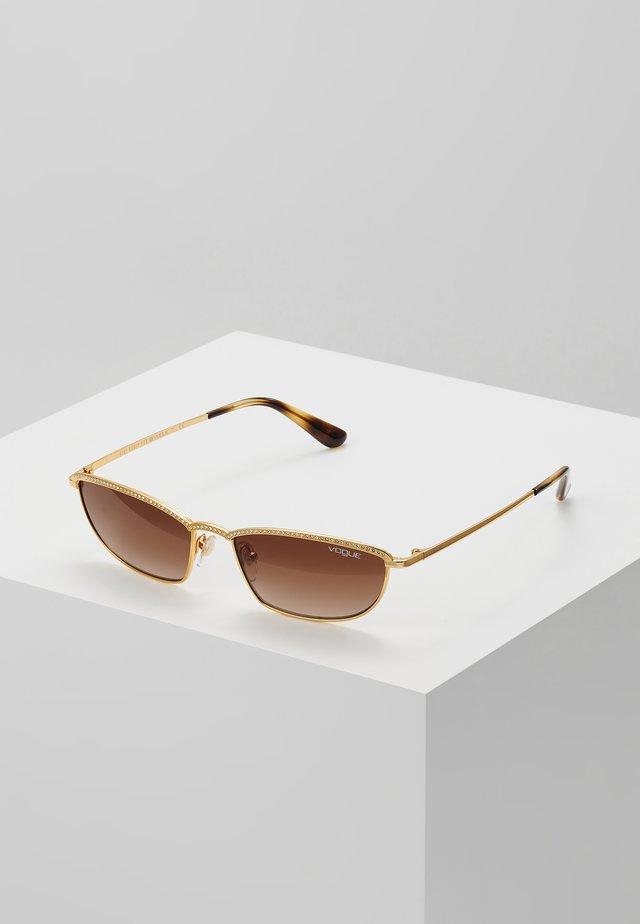 GIGI HADID TAURA - Solbriller - gold-coloured