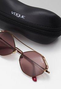 VOGUE Eyewear - Aurinkolasit - copper - 2