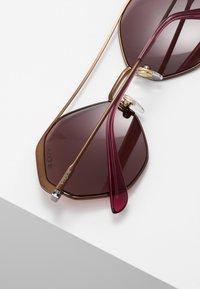 VOGUE Eyewear - Aurinkolasit - copper - 4