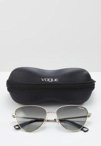 VOGUE Eyewear - Sluneční brýle - gold/grey - 2