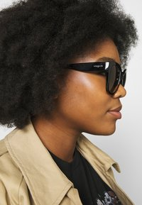 VOGUE Eyewear - Sunglasses - black - 1