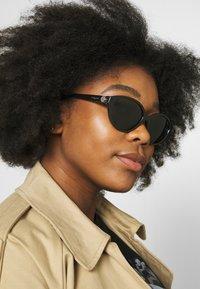 VOGUE Eyewear - Aurinkolasit - black - 1