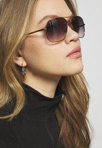 VOGUE Eyewear - Sluneční brýle - gold-coloured/purple - 1