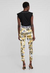 Versace Jeans Couture - Leggings - bianco ottico - 2