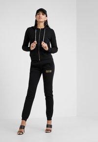 Versace Jeans Couture - Pantaloni sportivi - nero - 1