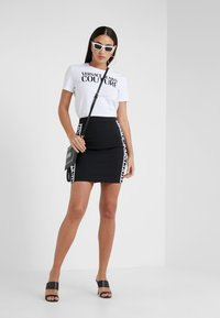 Versace Jeans Couture - Pencil skirt - nero - 1