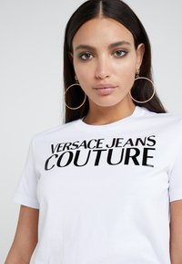 Versace Jeans Couture - T-shirt print - bianco ottico - 4