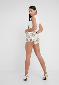 Versace Jeans Couture - Short - white - 2