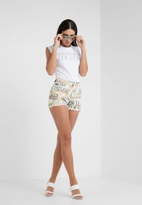 Versace Jeans Couture - Short - white - 1