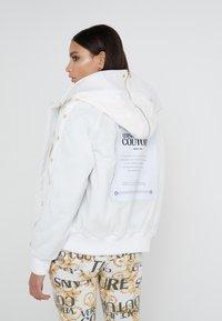 Versace Jeans Couture - Veste d'hiver - bianco ottico - 2