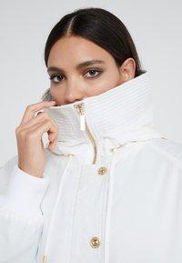 Versace Jeans Couture - Veste d'hiver - bianco ottico - 4