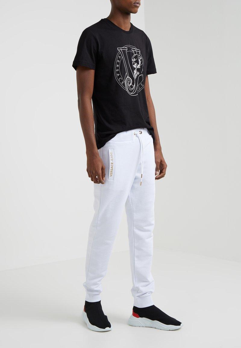 Versace Jeans - JOGGERS - Spodnie treningowe - white