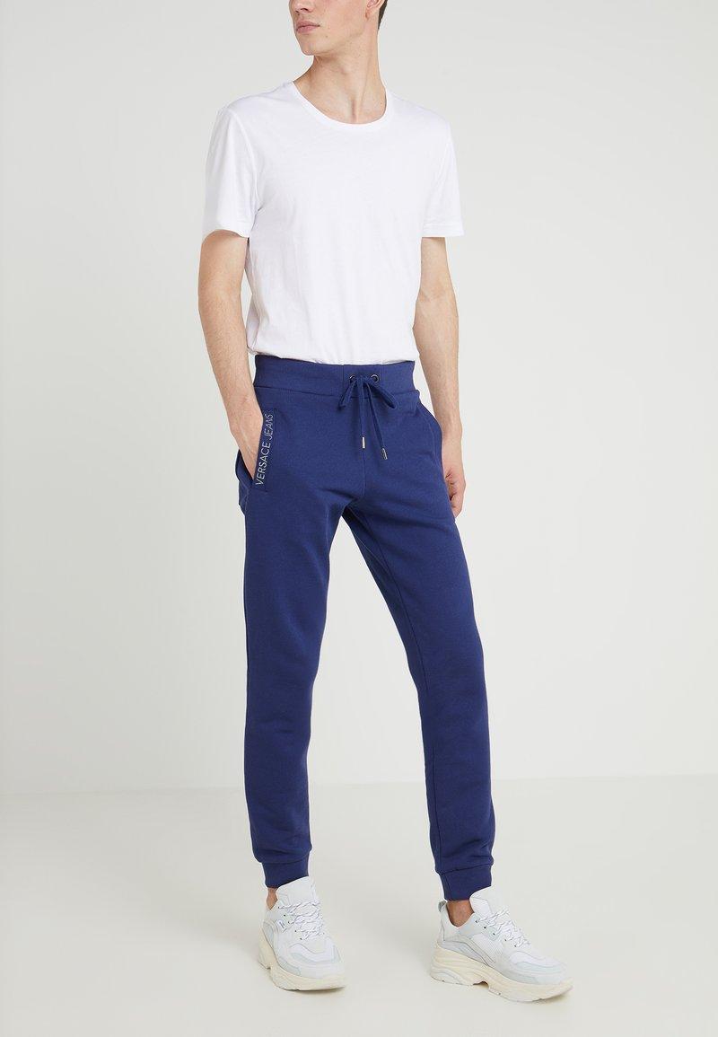 Versace Jeans - Träningsbyxor - navy