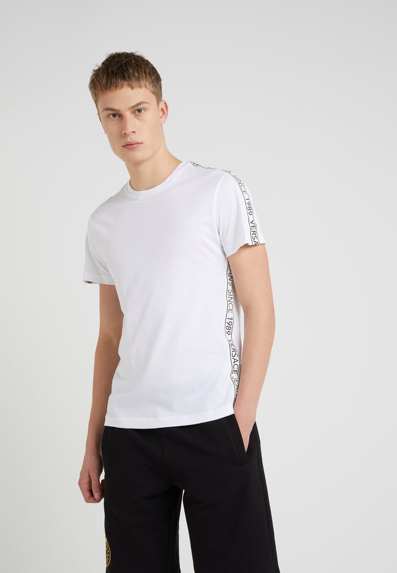 Versace Jeans - TUM TAPE SLIM FIT - T-shirts med print - white