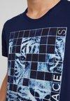 Versace Jeans - PRINT SLIM - T-Shirt print - blu avio