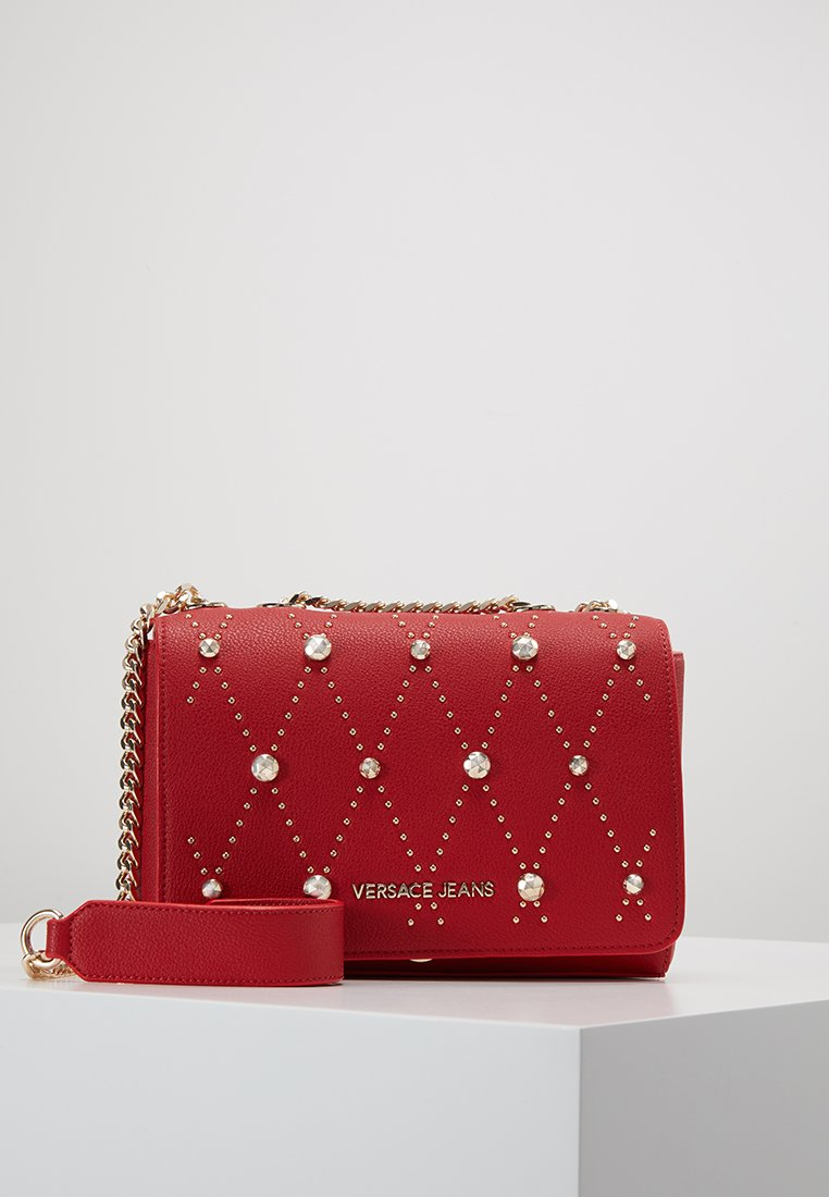 Versace Jeans - SHOULDER BAG ALLOVER SQUARE STUDS - Borsa a tracolla - rosso