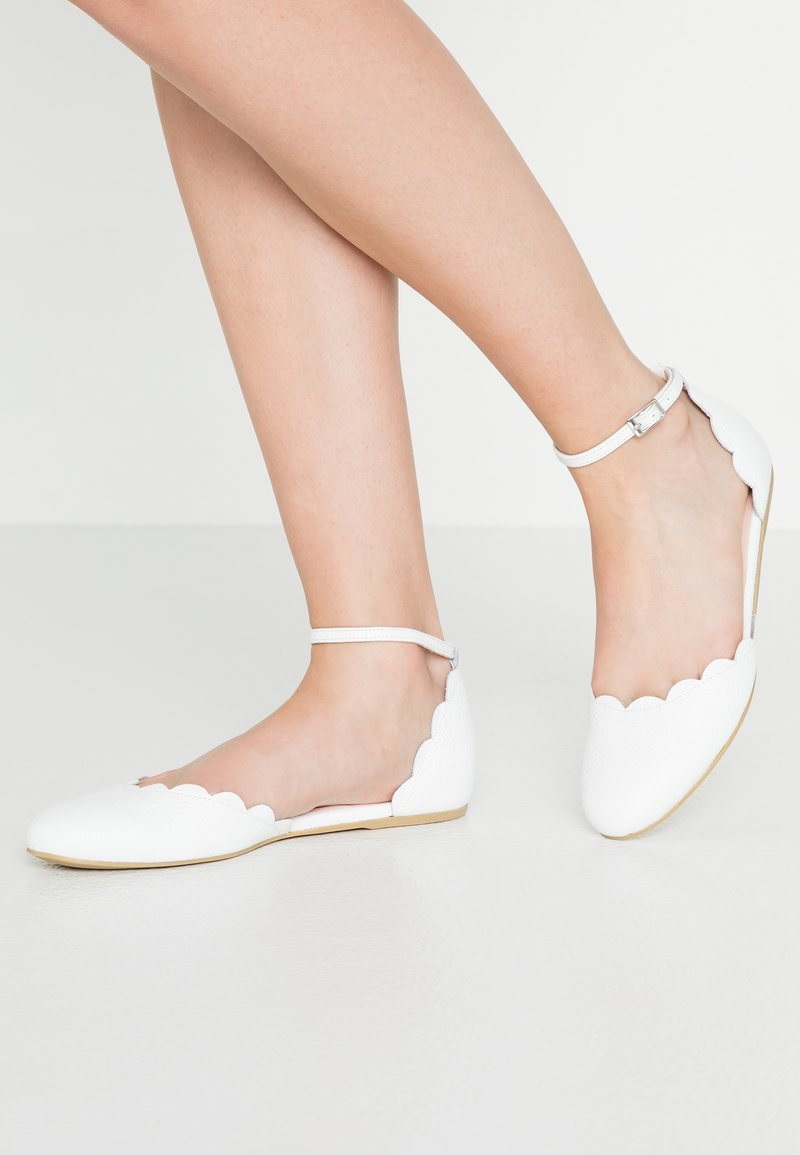 Yes I Do - PRINCESS WAVE - Baleríny s páskem - white